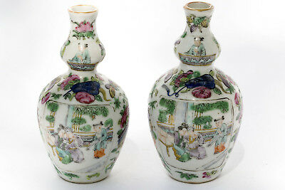2 similar Porcelain Hulu Vases, 11 cm. China 19th C.