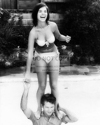 Actress Yvonne Craig Pin Up - 8X10 Publicity Photo (Cc522)