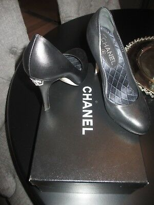 78be3898c4f0 Chanel Escarpins Pumps with Crystal Logo on Heel – Black – Size 7 37