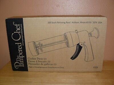 Pampered Chef Cookie Press Gun Pastry Cutter #1525 16 Discs & Recipe Booklet