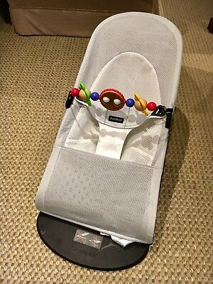 4139aaa080e BABYBJORN BOUNCER BALANCE Soft Mesh - Silver White with Wooden Toy ...