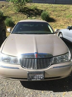 1998 Lincoln Town Car  Like a new, 1998, 94k, I have all reports, garage car.