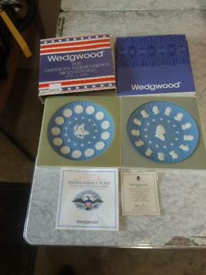 Set Of Two Wedgwood Blue American Independance Bicentennial Plates (FE2028218)