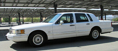 1994 Lincoln Town Car Executive 1994 LINCOLN TOWN CAR !  Beautiful !... Brand NEW A/C !