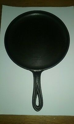 """Antique cast iron #W 7 griddle with gate mark 9"""" diameter and heat ring"""