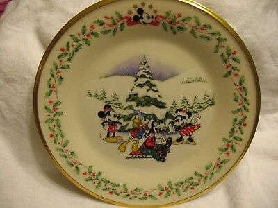 "LENOX DISNEY'S ""First Snow"" Holiday 8"" Plate Excellent Condition!!!"
