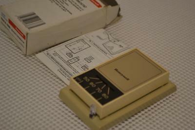 One New Honeywell Vintage Heating Thermostat T827A 1000.
