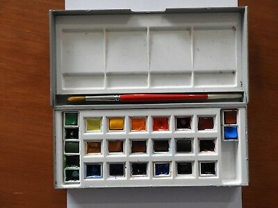 Winsor Newton  Watercolours Half Pan Set - 18 Half Pans plus 7 extras