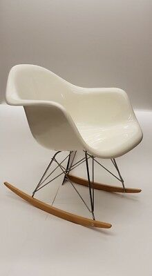charles eames herman miller 1960 70 fiberglas rocker schaukelstuhl eur 350 00 picclick de. Black Bedroom Furniture Sets. Home Design Ideas