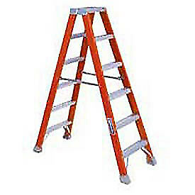 4' Dual Access Fiberglass Step Ladder, Lot of 1