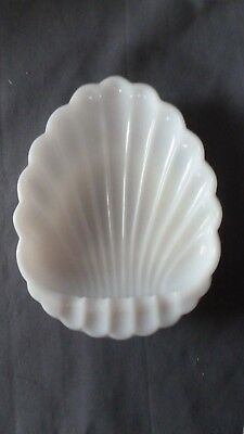Vintage White Clam Shell Shaped Milk Glass Ashtray Candy Ring Coin Jewelry Dish