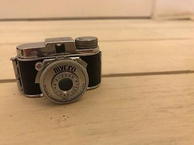 Vintage 1939 'Mycro' subminiature Japanese camera with carry case