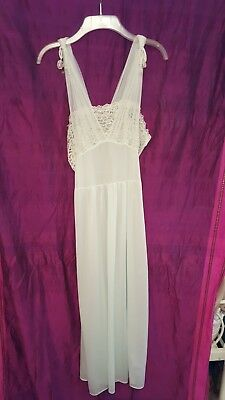 VINTAGE 1950-1960's LACY  TOP NYLON NIGHTGOWN-Color LIGHT MINT GREEN Size 36-38