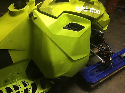 Ski-Doo Rev-XM Right Hand Side Panel WithOUT Opening - Manta Green  517305685