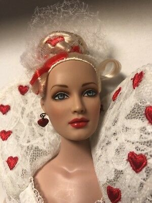 "ALICE IN WONDERLAND 2006 HEARTS COTILLION Expo LE300 16"" Tonner"