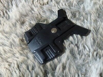 Nikon AS-19 Flash Holder (AS-19). Condition used