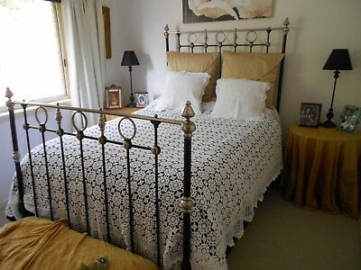 Exquisite Vintage White Crochet Lace Bedspread With 2 Crochet Lace Cushions