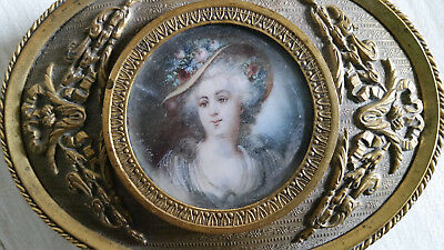 NR Antique Oval Brass Repousse Jewelry Box Filigree Lady Beautiful Victorian