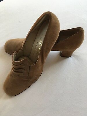 Vintage French shoes–never worn, tan suede leather, chunky heels, size 8