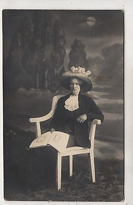 early 1900 YOUNG LADY , WHITE CHAIR , NICE HAT ANTIQUE PHOTO EUROPE POSTCRD SIZE