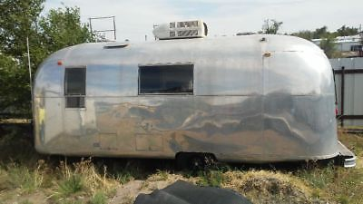 1967 Airstream Safari vintage camper trailer land yacht