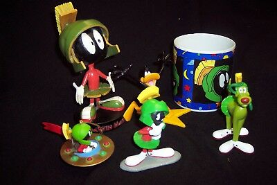 MARVIN MARTIAN BOBBLE HEAD, cup,statues daffy duck more