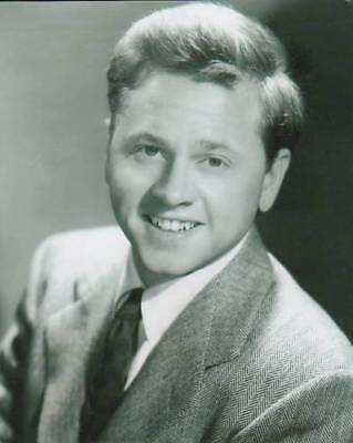 "10"" x 8"" UNSIGNED PHOTO OF MICKEY ROONEY - N132"