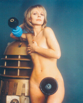 Katy Manning UNSIGNED photograph - K8700 - NAKED!!!! - Doctor Who