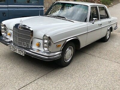 1969 Mercedes-Benz 200-Series  1969 Mercedes 280SE fuel injected Sunroof floor shift time capsule W108
