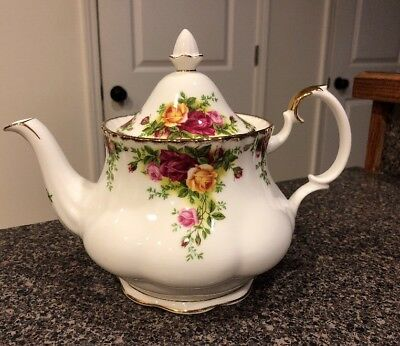 Royal Albert Bone China  Old Country Roses Large Tea Pot
