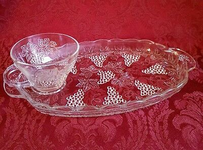 Vintage ANCHOR HOCKING Clear Glass SNACK TRAY CUP SET Grape Cluster Leaves