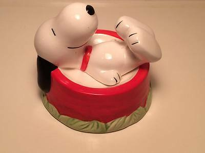 Snoopy figurine United Feature Syndicate Snoopy in food dish