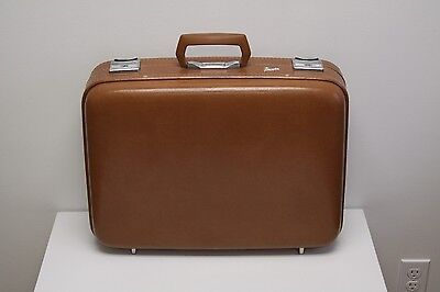 Vintage Skyway Luggage Suitcase Very Nice Classic Brown Labeled Inside Straps
