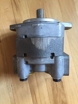 New Parker Hydraulic PUMP - OEM P16-115A-2N2