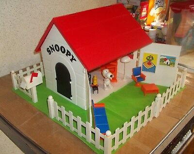 Peanuts Snoopy Doghouse Playset HTF 99.9 complete READ