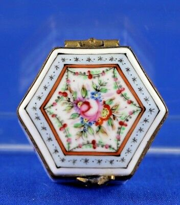 Antique Pintado A Mano Porcelain Hinged Hand Painted Pill Box Chicken Clasp