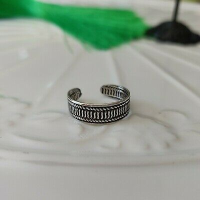925 Sterling Silver Ribbed Toe Ring in Box