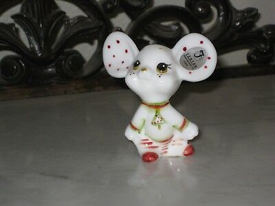2011 Hp Fenton Art Glass Holiday Chums Milk Glass Mouse Figurine