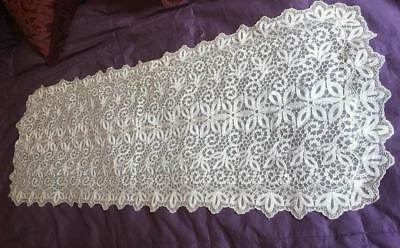 Lovely Intricate Tambour Lace Schiffli Guipure Lace Runner