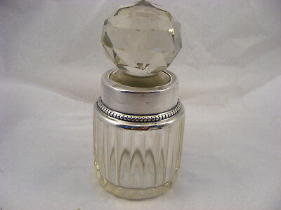 Scent bottle with solid Silver Rim, London 1899, William Comyns & Sons