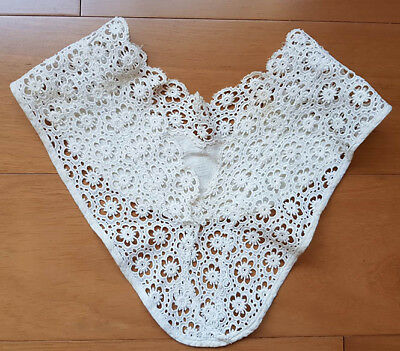 Lace collar, vintage 1930s or 40s, white