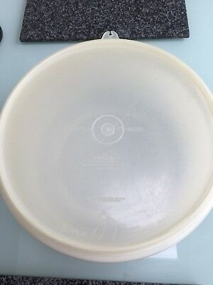 large tupperware bowl with lid