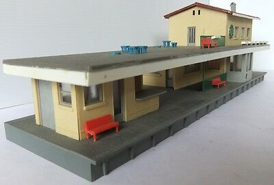 Continental Style plastic STATION BUILDING maybe POLA?