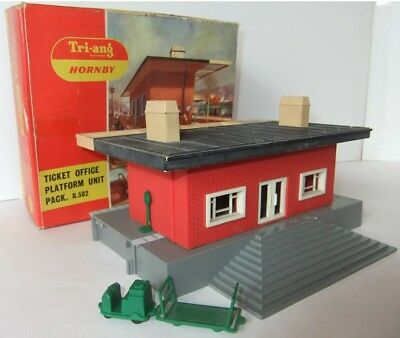 TRI-ANG HORNBY RAILWAYS R582 Ticket Office Platform Unit Pack (Boxed)     [7814]