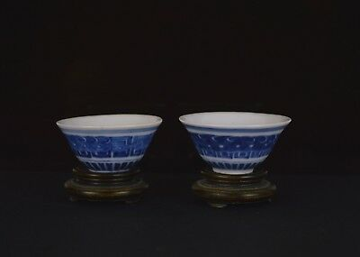 A Perfect Pair Of Small Blue & White Chinese 19Th Century Cups - Marks To Base