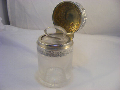 Beautifull scent bottle with Silver top London 1898 William Harrison Walter