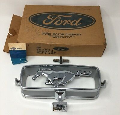 Ford Mustang 1965 Grille Chrome Grill Emblem C5AZ-8213-A New NOS Ornament 18-976