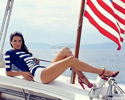 Actress Angie Harmon Pin Up - 8X10 Publicity Photo (Bt079)