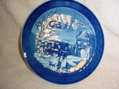 Royal Copenhagen Collector Plate 'Christmas at the Manor House' 1959 1st quality