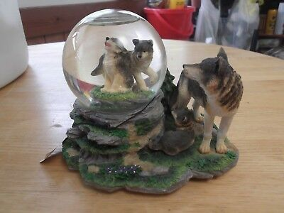 San Francisco Music Box Co. Musical Snow Globe (Wolf and cubs)